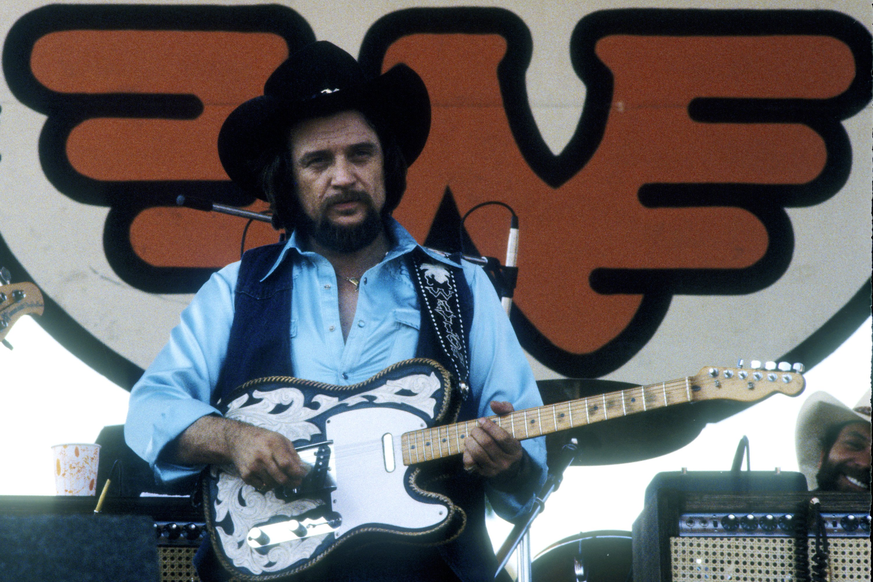 how to play guitar like waylon jennings