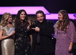 Hillary Scott, Sturgill Simpson Among Early Winners at 2017 GRAMMY Awards