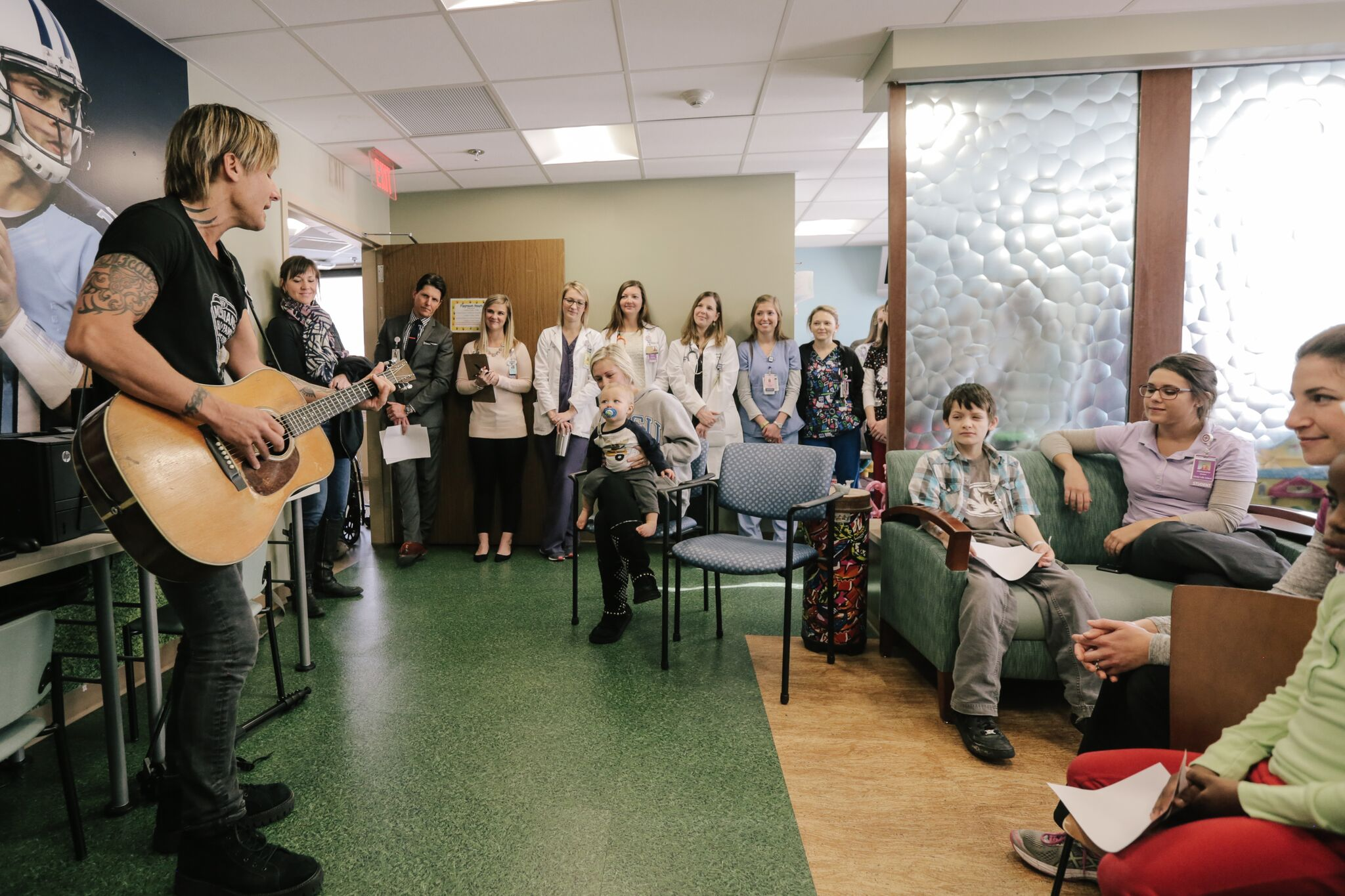 Keith Urban Shares A Throwback Photo To Celebrate His 10th: Keith Urban Surprises Children At Nashville Hospital For