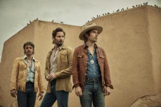 Midland Shares New Version of 'Check Cashin' Country'