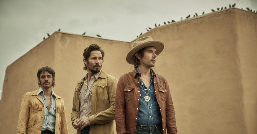 Midland Gets Soulful in Acoustic Rendition of 'Check Cashin' Country'