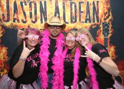 Jason Aldean to Meet Breast Cancer Survivors Throughout Upcoming Tour