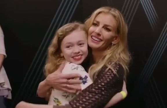 Faith hill sweetly sings with young fan during meet and greet faith hill sweetly sings with young fan during meet and greet sounds like nashville m4hsunfo