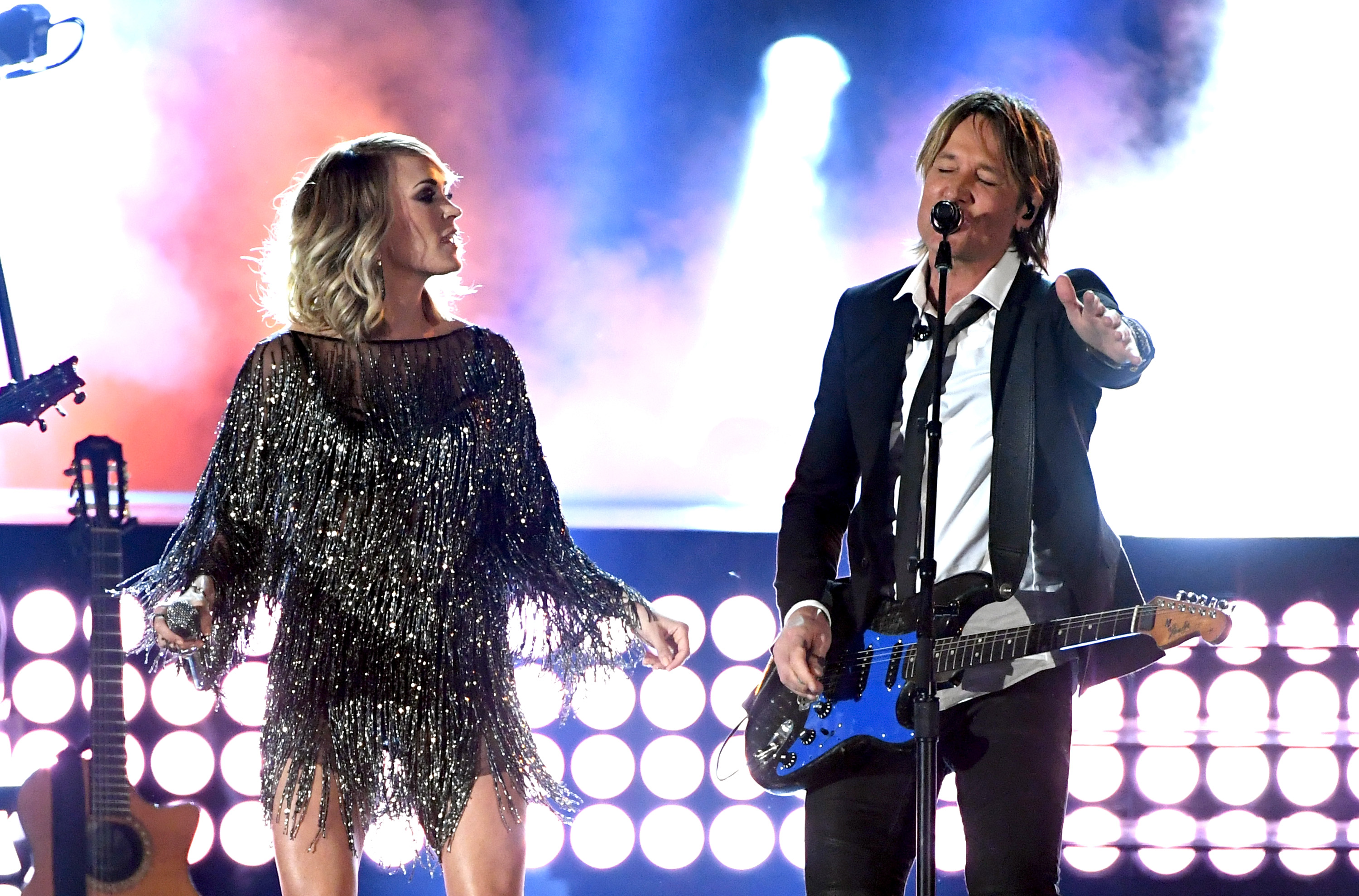Carrie underwood and keith urban rock the fighter at acm for Carrie underwood and keith urban duet