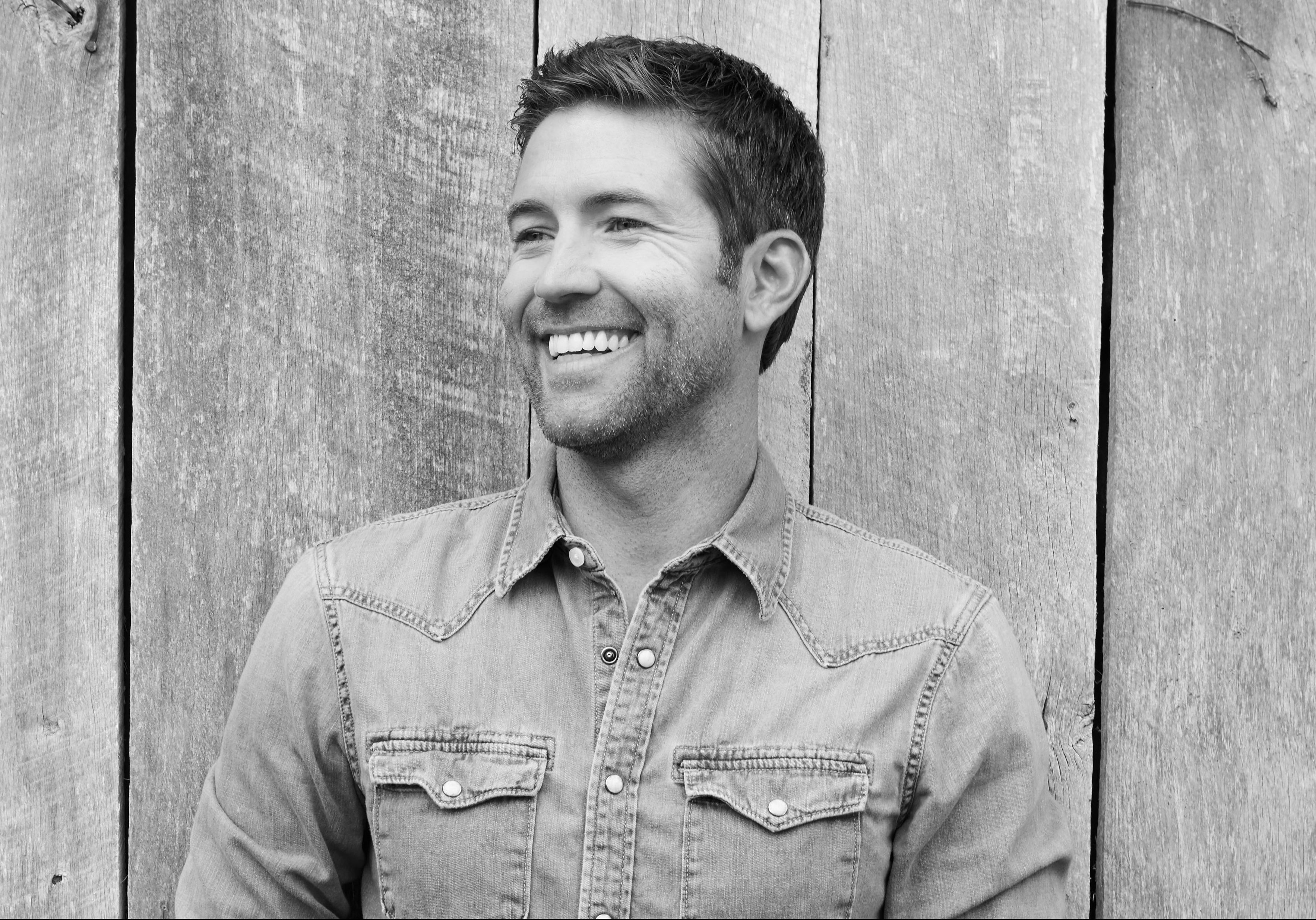 Josh Turner Embraces His Small Town Upbringing