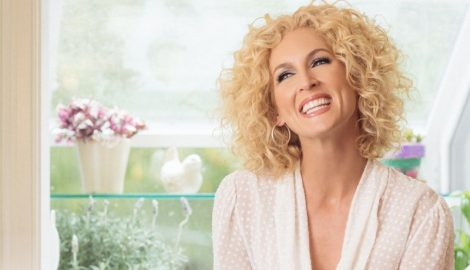 Kimberly Schlapman Launches Love & Daisies Kitchen Line