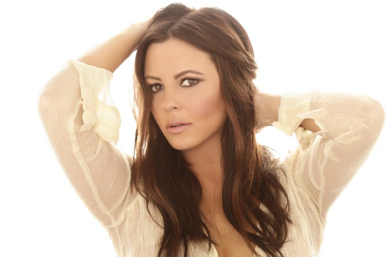 Sara Evans Ready To 'Fly' with New Record Label, Album