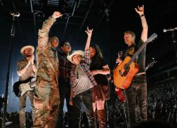 Dierks Bentley Surprises Family at Meet-and-Greet with Military Homecoming