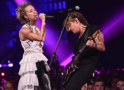 Keith Urban and Carrie Underwood Blend Vocals Smoothly on 'The Fighter' at CMT Awards
