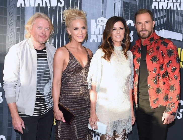 Little Big Town Debuts 'When Someone Stops Loving You' on CMT Awards