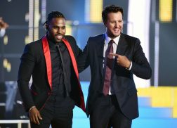 Luke Bryan and Jason Derulo Heat Up CMT Awards Stage with 'Want To Want Me'