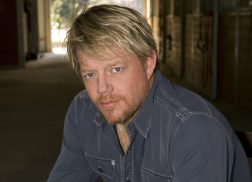 Pat Green Reflects on Careers and Talks New Single, 'Drinkin' Days'