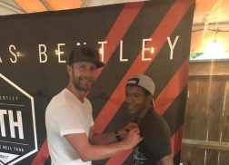 Dierks Bentley Meets With Wounded Veteran