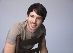 Morgan Evans' Debut U.S. Single Makes Listeners Want to 'Kiss Somebody'