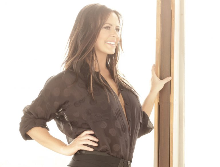 Exclusive: Sara Evans Discusses Meaning Behind 'I Don't Trust Myself'