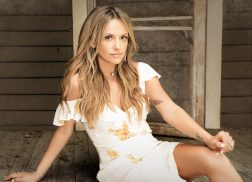 Carly Pearce Readies Debut Album, 'Every Little Thing'