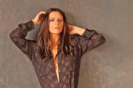 Sara Evans Premieres Dark Video for 'Marquee Sign'
