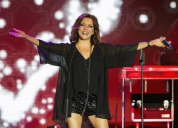 Martina McBride to Light Up 2017 Holiday Season with The Joy of Christmas Tour