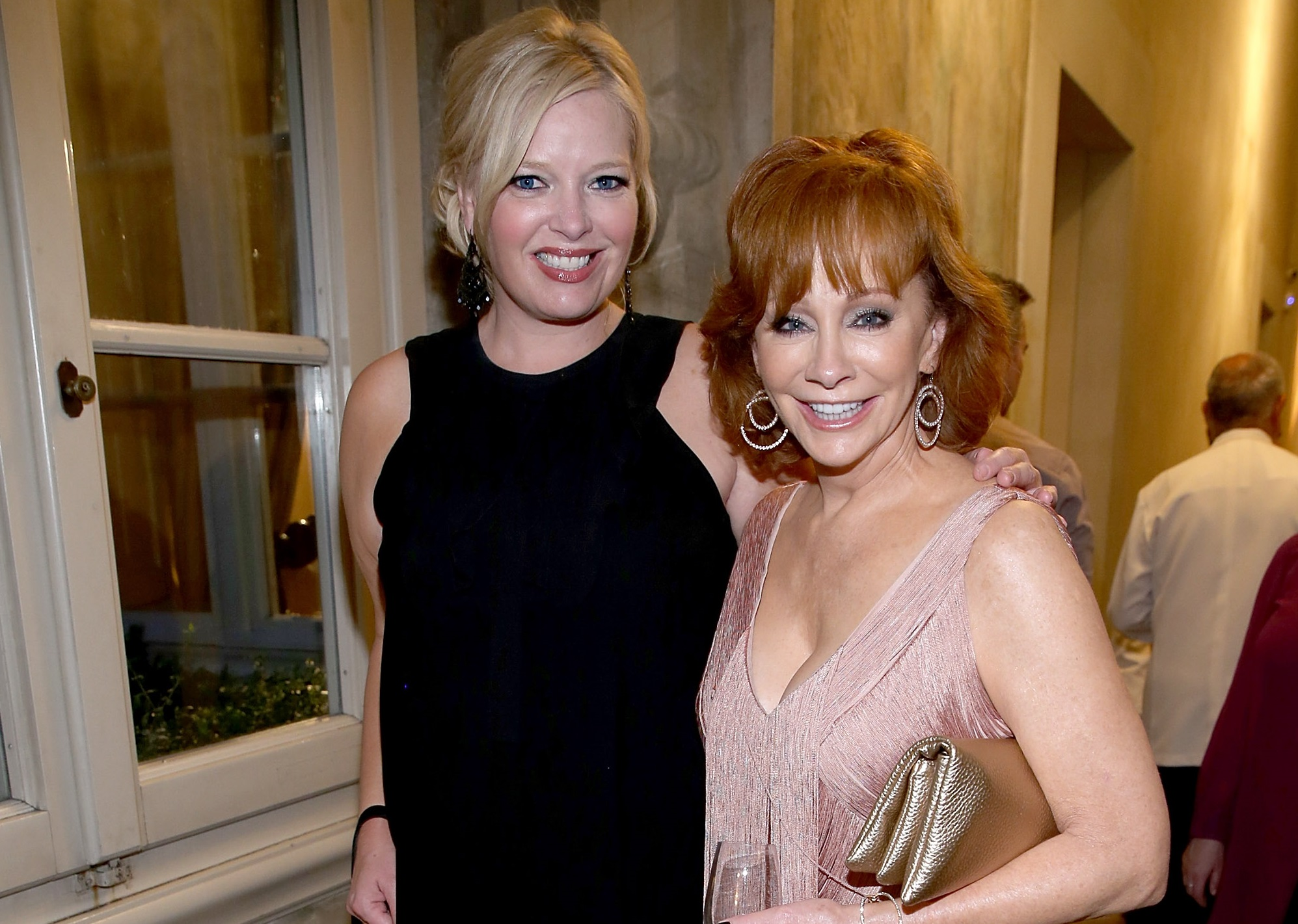 reba would love to revive beloved television sitcom