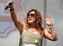Jo Dee Messina Reveals Cancer Diagnosis