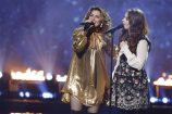 Shania Twain Performs with 'America's Got Talent' Finalist Mandy Harvey