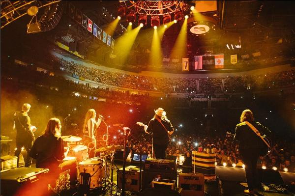 Chris Stapleton Confidently Commands Nashville Audience, Announces New Album