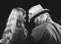 Chris Stapleton and Wife Morgane Expecting Twins