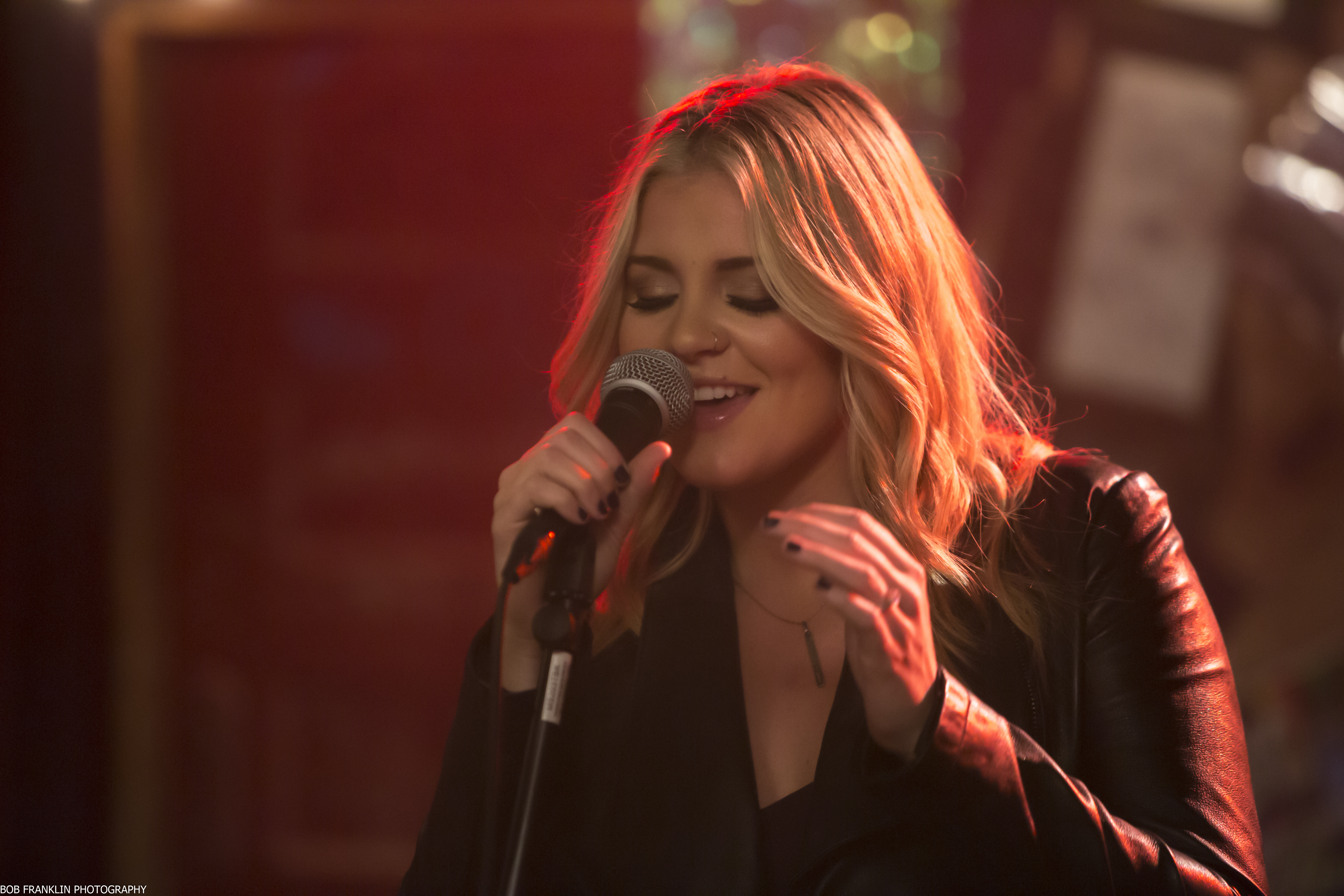 'Road Less Traveled' Starring Lauren Alaina to Make Television Premiere on CMT