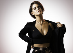 Maren Morris Lands Modeling Contract with Wilhelmina Models
