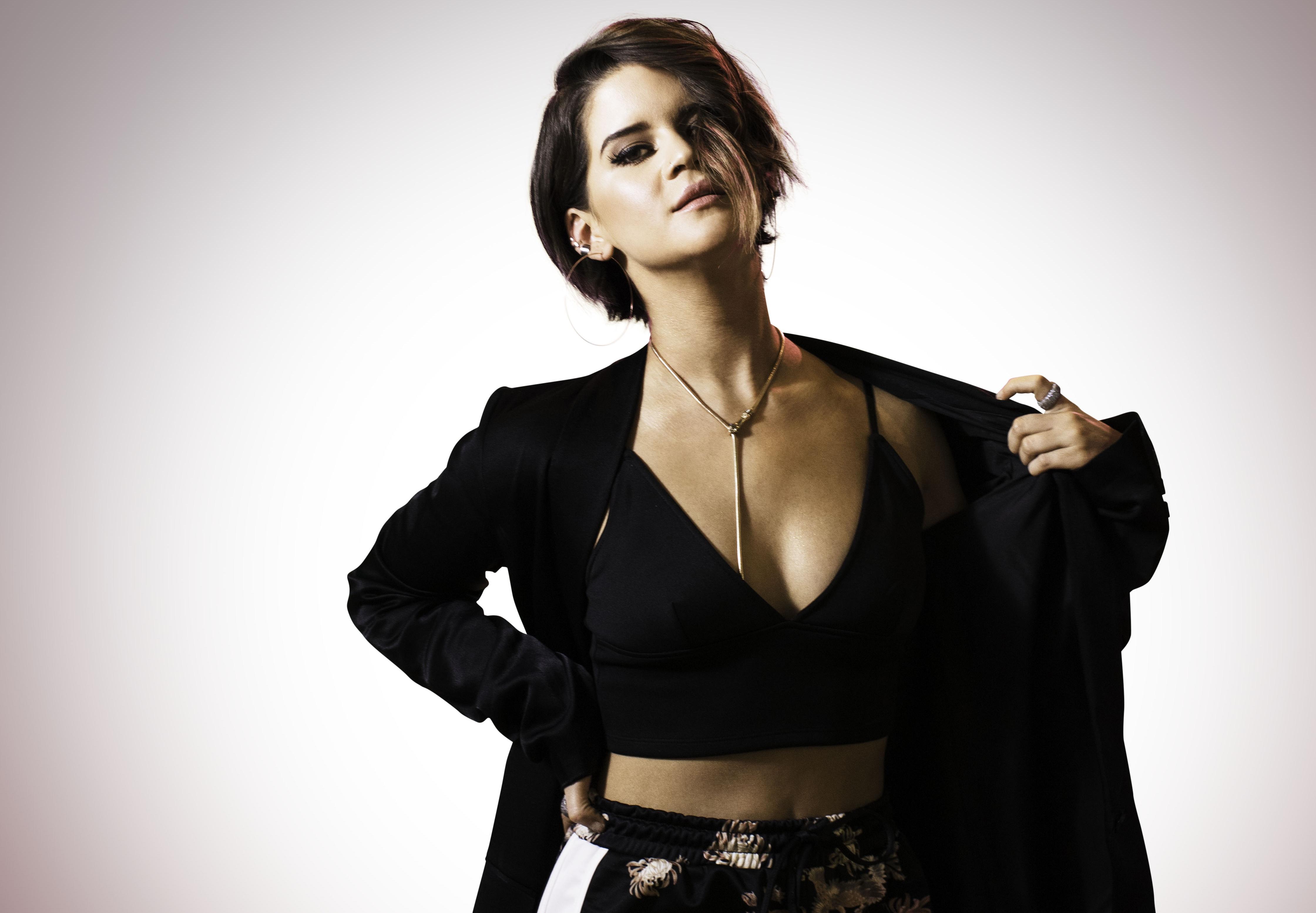 Maren Morris Lands Modeling Contract With Wilhelmina Models Sounds Like Nashville