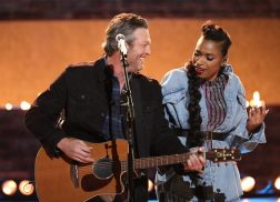Blake Shelton and Jennifer Hudson Join Forces For 'I'll Name The Dogs' Performance