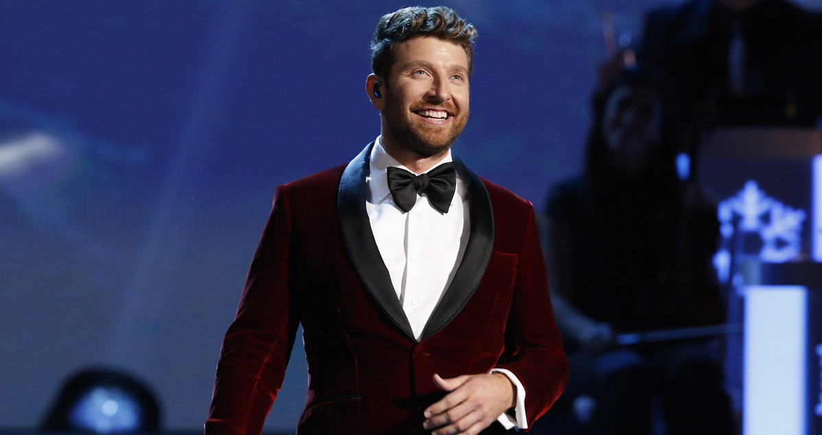 brett eldredge charms cma country christmas crowd with winter wonderland sounds like nashville