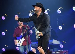 Garth Brooks Admits To Lip-Syncing His CMA Awards Performance