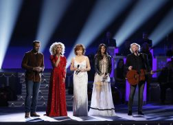 Reba, Little Big Town Combine Forces for Powerful 'Mary, Did You Know?' Performance