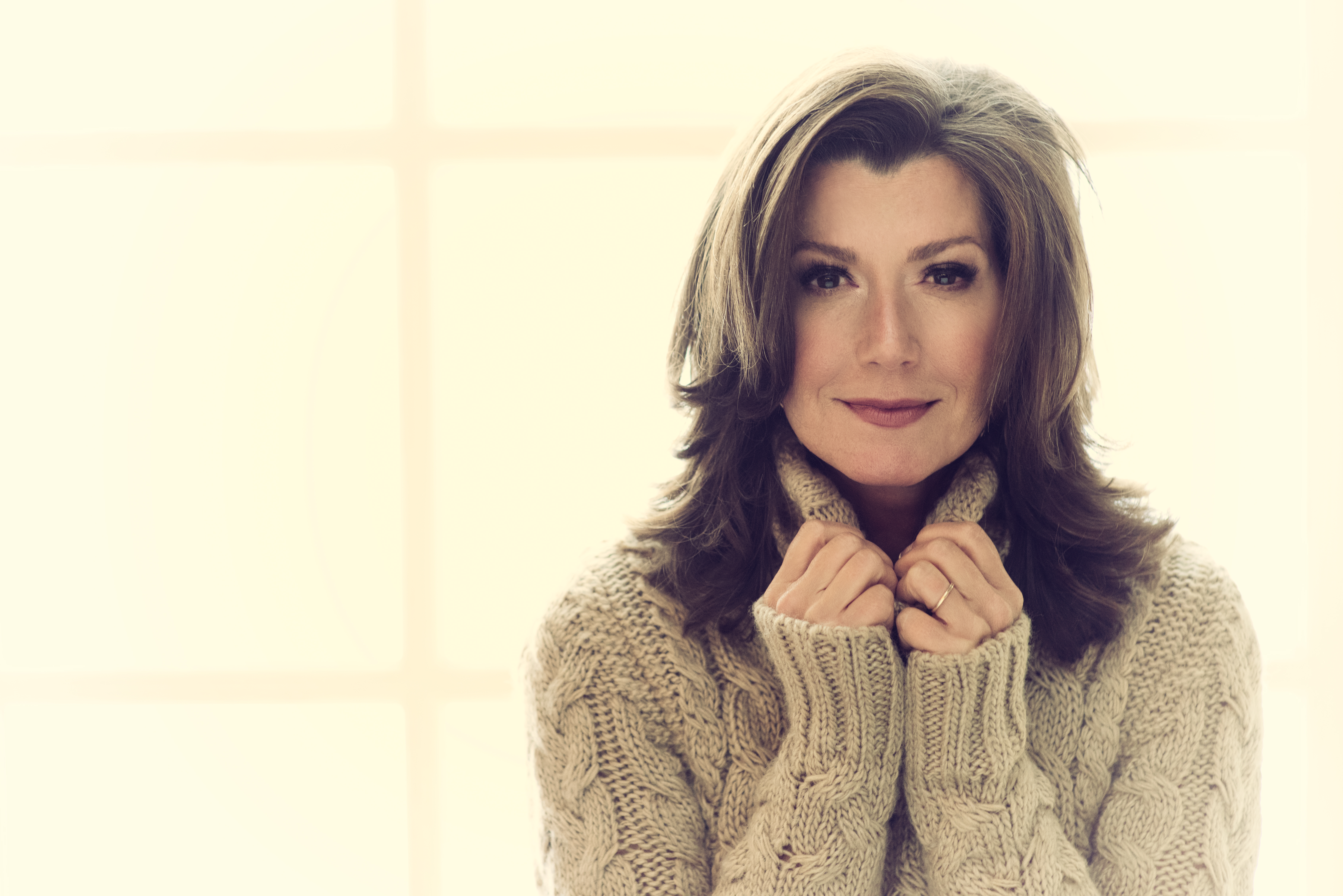 Amy Grant Christmas.Amy Grant Is Reminded Of How She Fell In Love With Vince