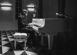 Chris Janson Performs Stripped-Down Version of 'Drunk Girl'