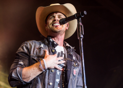 Dustin Lynch Helps California Firefighter Propose to Girlfriend During Live Show