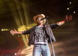 Dustin Lynch Revels in the Spotlight on Headlining Ride Or Die Tour