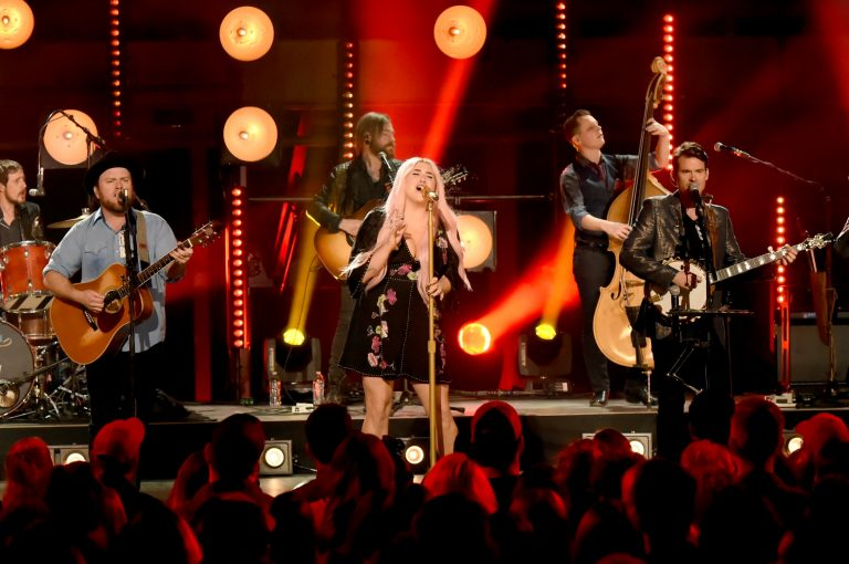 Kesha Embraces Southern Roots During 'CMT Crossroads' with Old Crow Medicine Show