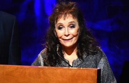 Loretta Lynn Falls and Breaks Her Hip