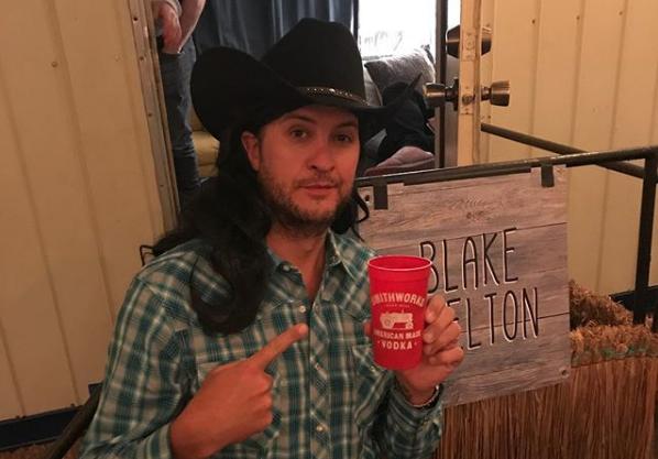 Luke Bryan Impersonates Blake Shelton in Hilarious Vintage Costume