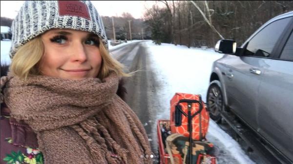 Country Stars Enjoy Nashville Snow Day