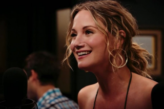 Jennifer Nettles Belts Out 'Wicked' Cover