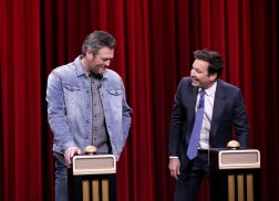 Blake Shelton Sarcastically Roasts Jimmy Fallon During 'Name That Song' Game