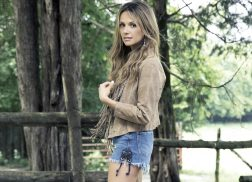 Carly Pearce Reflects on Life After Reading a Letter to Herself at 14 Years Old