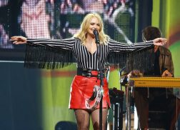 Miranda Lambert Invites Oak Ridge Boys to Play 'Elvira' Live