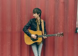 Mo Pitney Offers Insight Into Thoughtful New Songs