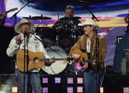 Alan Jackson, Jon Pardi Team Up for 'Chattahoochee' at 53rd ACM Awards