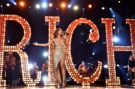 Maren Morris Stuns With Vegas-esque 'Rich' Performance