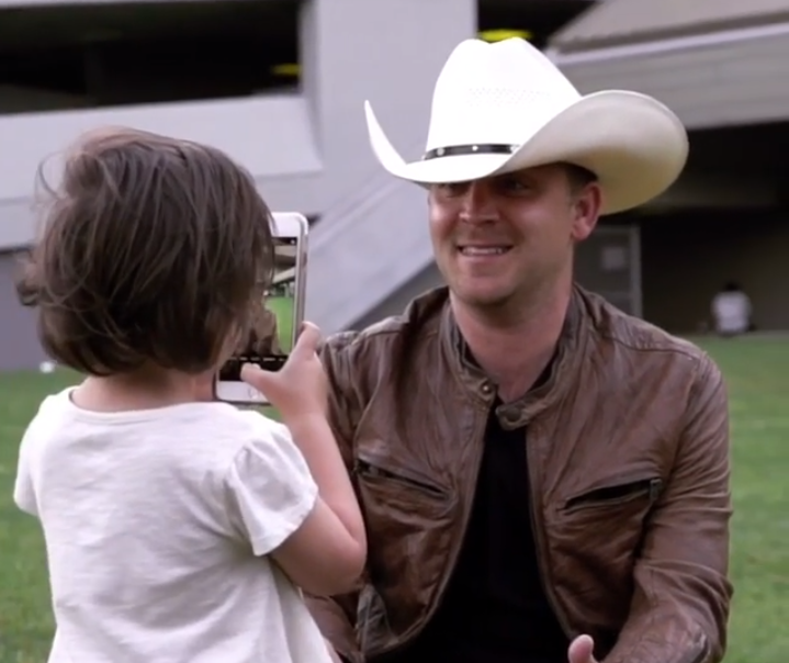Justin Moore Gets a Selfie Lesson From His Three-Year-Old Daughter